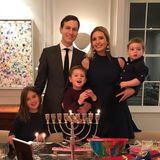 19. Dezember 2017  Chanukka bei Familie Kushner-Trump: Da Ehemann Jared Kushner dem jüdischen Glauben angehört, ist Ivanka Trump ihm zuliebe konvertiert.