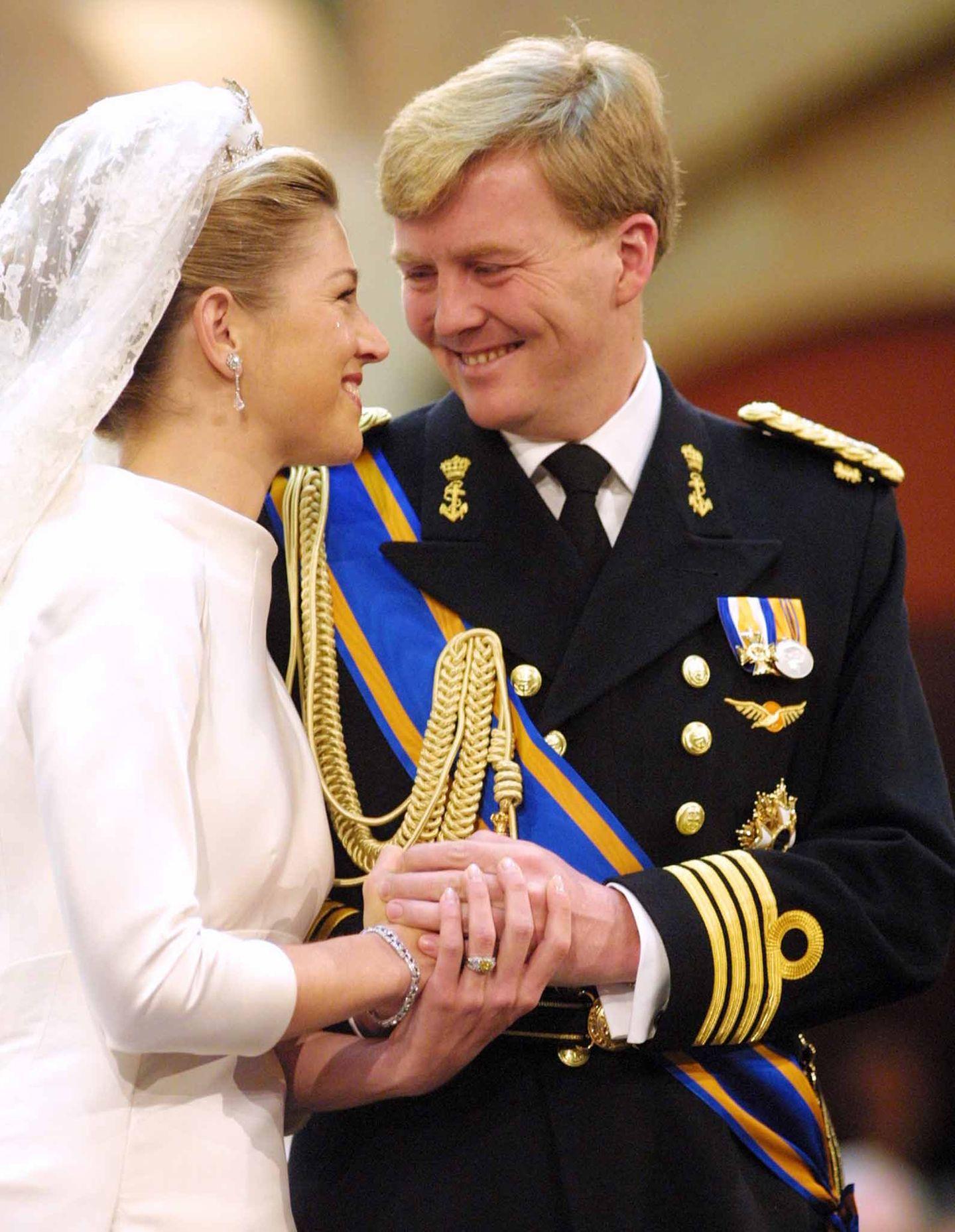 Bei der Hochzeit von Prinz Willem-Alexander undMáxima Zorreguietawird gelacht und geweint - auf allen Seiten. EinBandoneonspieler liefert den größten Tränenmoment, als er den Lieblingstango des Brautvaters in der Kirche spielte.  Die Braut muss an ihrem großen Tag (2. Februar 2002) auf ihre Eltern verzichten, da ihrem Vater vorgeworfen wurde, als Minister von Menschenrechtsverletzungen in seiner Heimat Argentinien gewusst zu haben. Sie waren nicht eingeladen ...