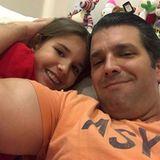 8. Februar 2018  Donald Trump Jr. liebt seine Vater-Tochter-Zeit. Von der süßen Kuscheleinlage mit Tochter Kai wird sofort ein Selfie veröffentlicht.