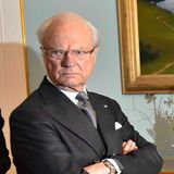 In Schweden ist Staatsbesuch aus Island angekommen. Aber irgendwas scheint dem König zu missfallen: Verstößt jemand gegen das Hofprotokoll? Ist das Dinner schon serviert und wird kalt, während die Presse noch Fotos haben will?