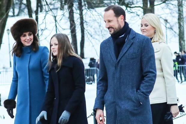 Next Generation: In Norwegen flaniert Kate mit dem Kronprinzenpaar Mette-Marit, 44, und Haakon, 44, sowie Thronerbin Ingrid Alexandra, 14, durchs tief verschneite Oslo