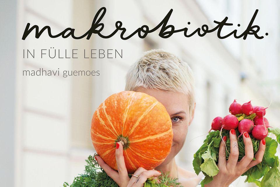 """Auf ihrem Blog kaerlighed.de befreit die Berlinerin Madhavi Guemoes seit Jahren erfolgreich makrobiotische Ernährung von ihrem verstaubten Image. Jetzt gibt es ihre köstlich-gesunden Rezeptideen endlich auch in Buchform. (""""Makrobiotik"""", Aurum Verlag, 180 S., 16,95 Euro)"""