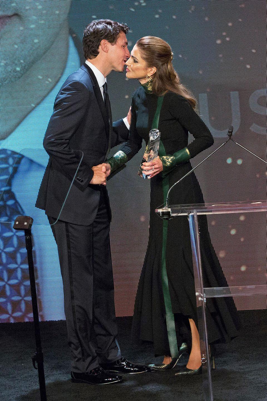 Auch wenn der charmante kanadische Premierminister Justin Trudeau beim Atlantic Council Global Citizen Awardsalle Blicke auf sich zieht, macht Königin Rania ihm im schwarz-grünen Abendkleid spielend leicht Konkurrenz.