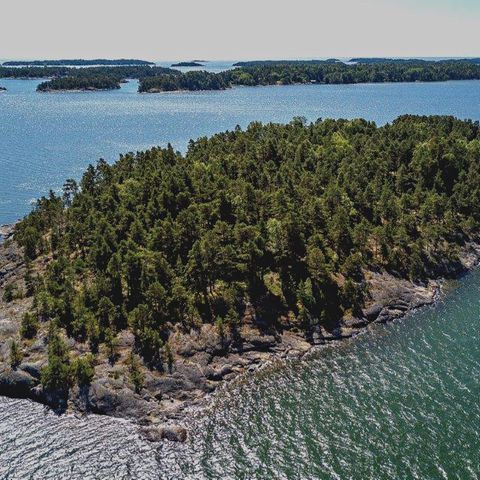 Die Frauen-Insel ist so groß wie drei Fußballfelder.