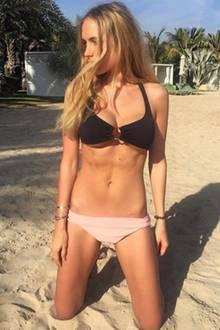 Im Februar 2018 posiert Alena Fritz erneut im Bikini - dieses Mal jedoch ohne Babykugel, dafür aber mit einem superflachen Bauch. Es hat also mal gerade ein halbes Jahr gedauert, dass die Neu-Mama wieder in Topform ist. Unglaublich!