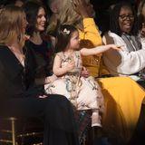 Ioni Conran wurde der Stil in die Wiege gelegt. Schließlich ist ihre Mama Coco Rocha ein weltweit berühmtes Model. Außerdem sammelt sie mit ihren süßen zwei Jahren noch mehr Style-Inspirationen während der Fashion Week. Kein Wunder also, dass sie jetzt schon top gekleidet ist und in der Front Row mit den Großen mithalten kann.
