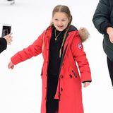 Einen Riesenspaß scheint Harper mit ihren Brüdern beim Schlittschuhlaufen im Central Park zu haben. Und die rote, lange Winterjacke ist auch so dick gepolstert, dass es sichernicht wehtut, wenn sie auf dem Eis ausrutschen sollte.