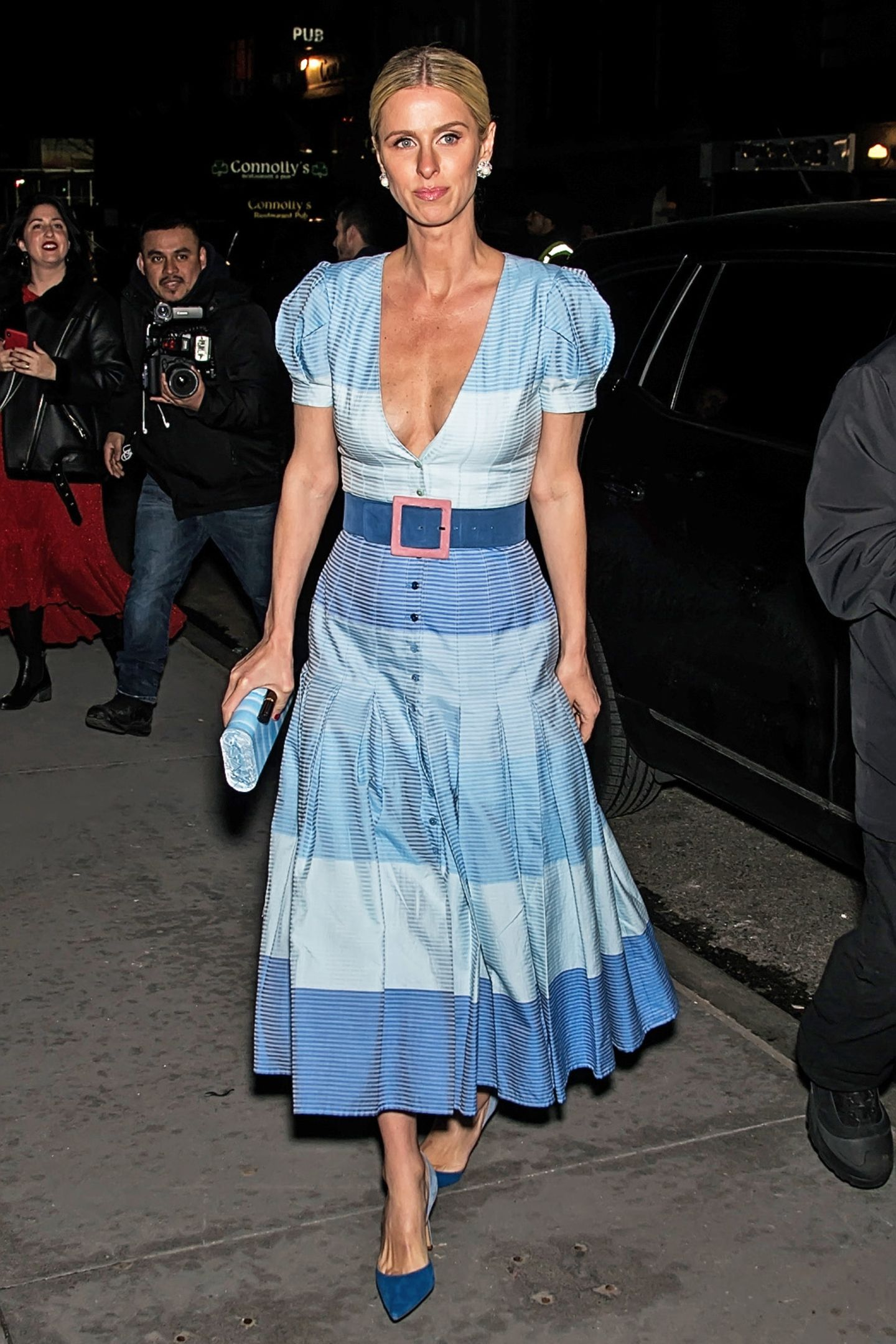 Schon richtig sommerlich präsentiert sich Nicky Hilton im sexy Folklore-Look bei der Show von Carolina Herrera.