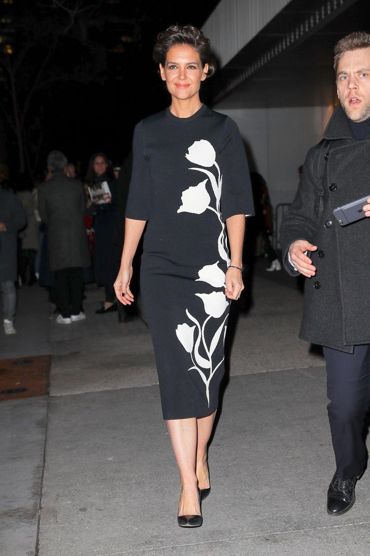 Und noch ein neuer Look, den Katie Holmes bei der Fashion Week präsentiert. Bei Carolina Herrera zeigt sich die Schauspielerin elegant-floral.