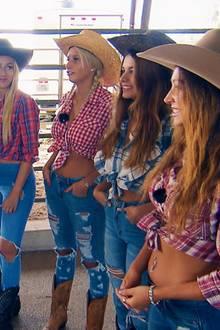 Der Bachelor hat die Ladys zum Bullriding in Texas eingeladen.
