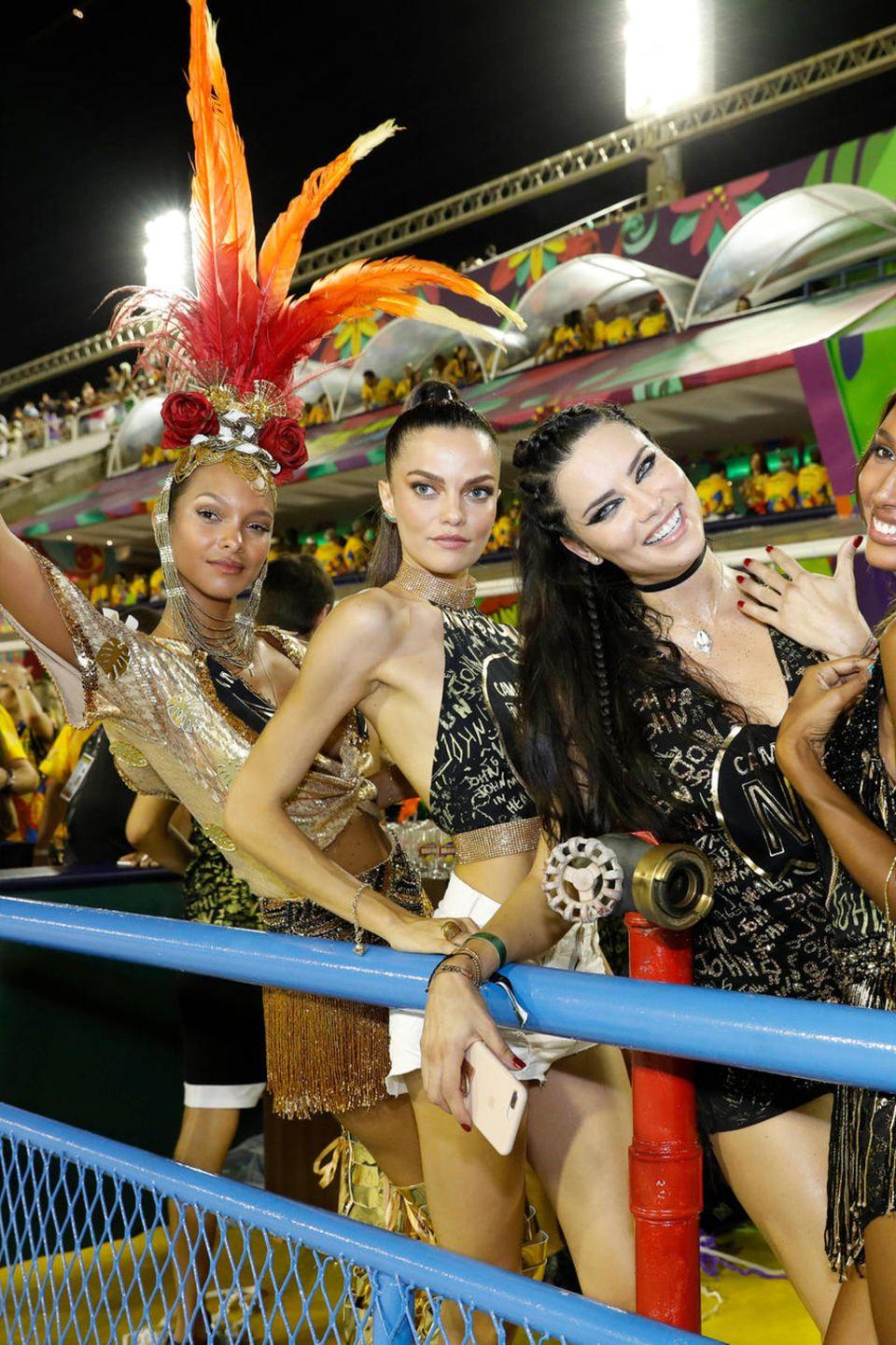 12. Februar 2018  Die Victoria Secret Models Lais Ribeiro, Adriana Lima und Jasmine Tookes feiern beim brasilianischen Karneval, wie gewohnt sehr sexy.