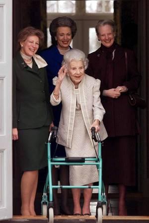 Königin Ingrid konnte ihren 90. Geburtstag im März 2000 noch im Kreise ihrer Familie, darunter ihre drei Töchter, feiern.