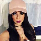 """Kaum hat Jenny Frankhauser den Dschungel verlassen, zeigt sie sich auf Instagram mit einer neuen Haarfarbe. Hat die Dschungelkönigin sich etwa von ihrer grauen Mähne verabschiedet? Nein! Auf einem weiteren Selfie klärt sie auf: """"War natürlich nur eine Perücke gestern. Aber die braune Mähne kam gar nicht so schlecht an bei euch ... sollte ich mir mal durch den Kopf gehen lassen""""."""