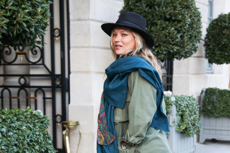 Gibt es Tage, an denen Kate Moss nicht cool aussieht? Wohl kaum. Hier in lässiger Jeans, High Heels und mit Hut