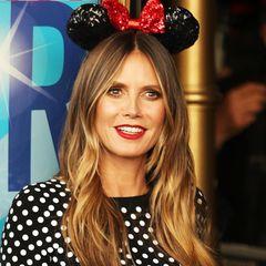 Zu niedlichen Minnie-Mouse-Ohren und einem Polka-Dot-Kleid wirken die knallroten Lippen an Heidi Klum äußerst verspielt. Sie beweist: Die Farbe muss nicht immer sexy sein.