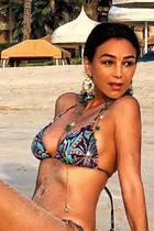 Verona Pooth verbringt den Valentinstag in Dubai am Strand. An ihrem letzten Urlaubstag kann sich Ehemann Franjo noch einmal über diesen Anblick freuen. Kaum zu glauben, dass die Werbe-Ikone im April ihren 50. Geburtstag feiert - wow!
