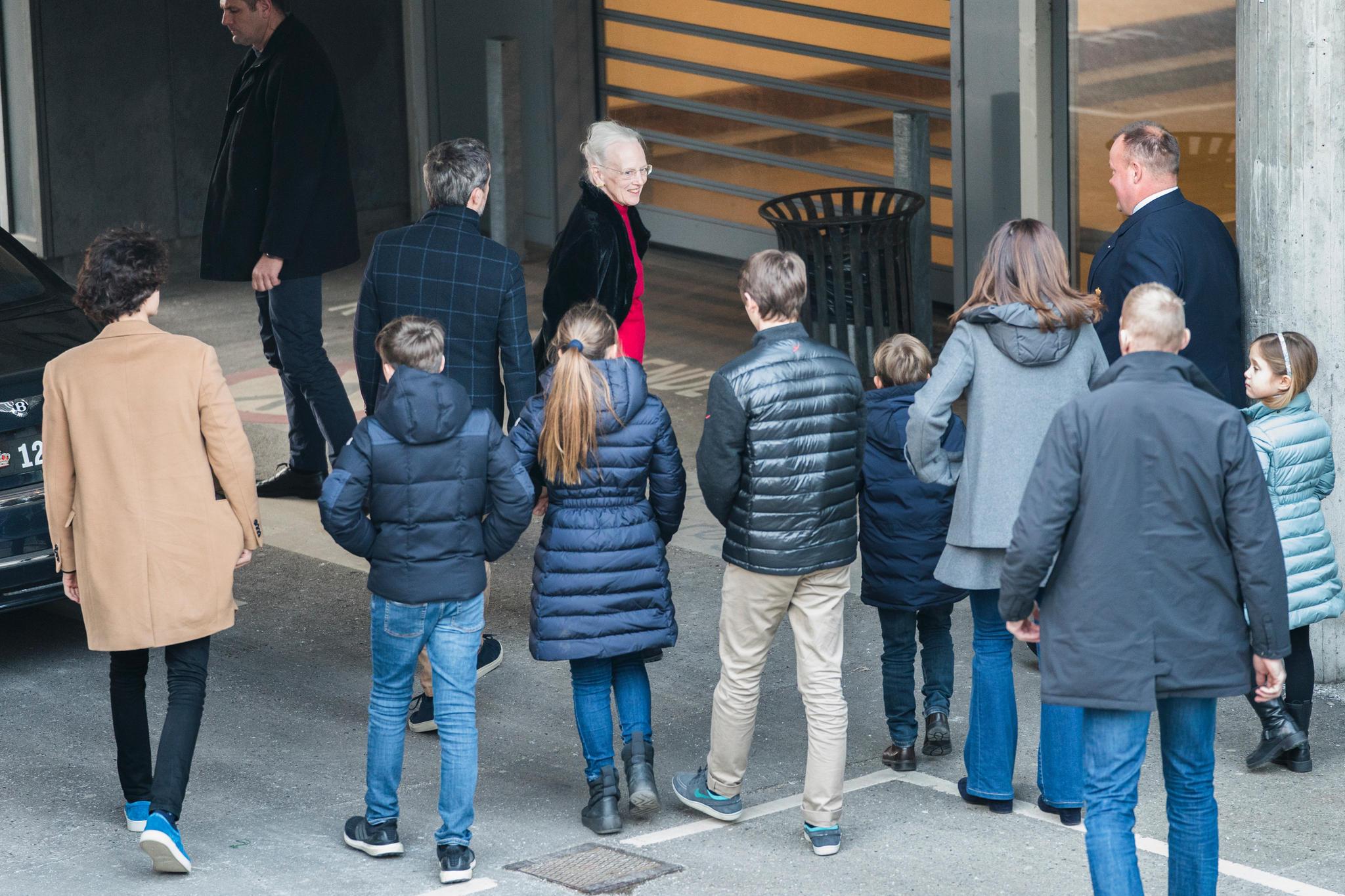 Die Enkelkinder von Prinz Henrik besuchten ihn im Krankenhaus und noch am Tag seines Todes auf Schloss Fredensborg.