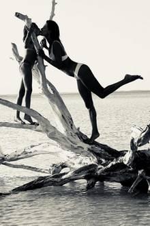 14. Februar 2018  Alessandra Ambrosio sendet Valentinsgrüße von den Bahamas. Vor einer malerischen Kulisse gibt es ein Küsschen für Tochter Anja.