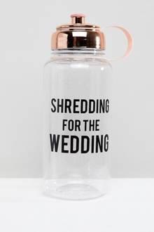 Der Spruch auf dieser Flasche verärgert die Twitter-User.