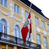 15. Februar 2018  Nach dem Tod von Henrik: In Dänemark hängen die Fahnen auf Halbmast.