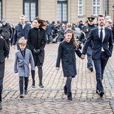 15. Februar 2018   Prinzessin Josephine, Prinz Christian, Kronprinzessin Mary, Prinz Vincent, Prinzessin Isabella und Kronprinz Frederik bei der Sargüberführung von Prinz Henrik.