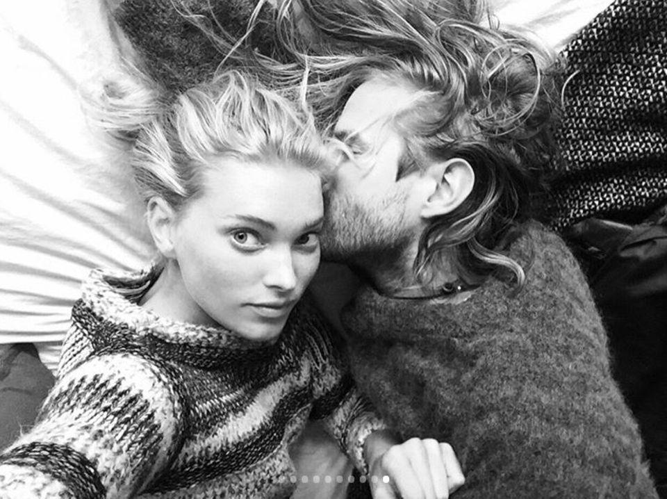 """""""Ich liebe dich! PS: Kann ich dich für immer behalten?"""", schreibt Supermodel Elsa Hosk liebevoll an ihren Freund Tom Daly."""