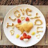 Dem Valentinstag würdig: Storm Keating zeigt ihr Frühstück.