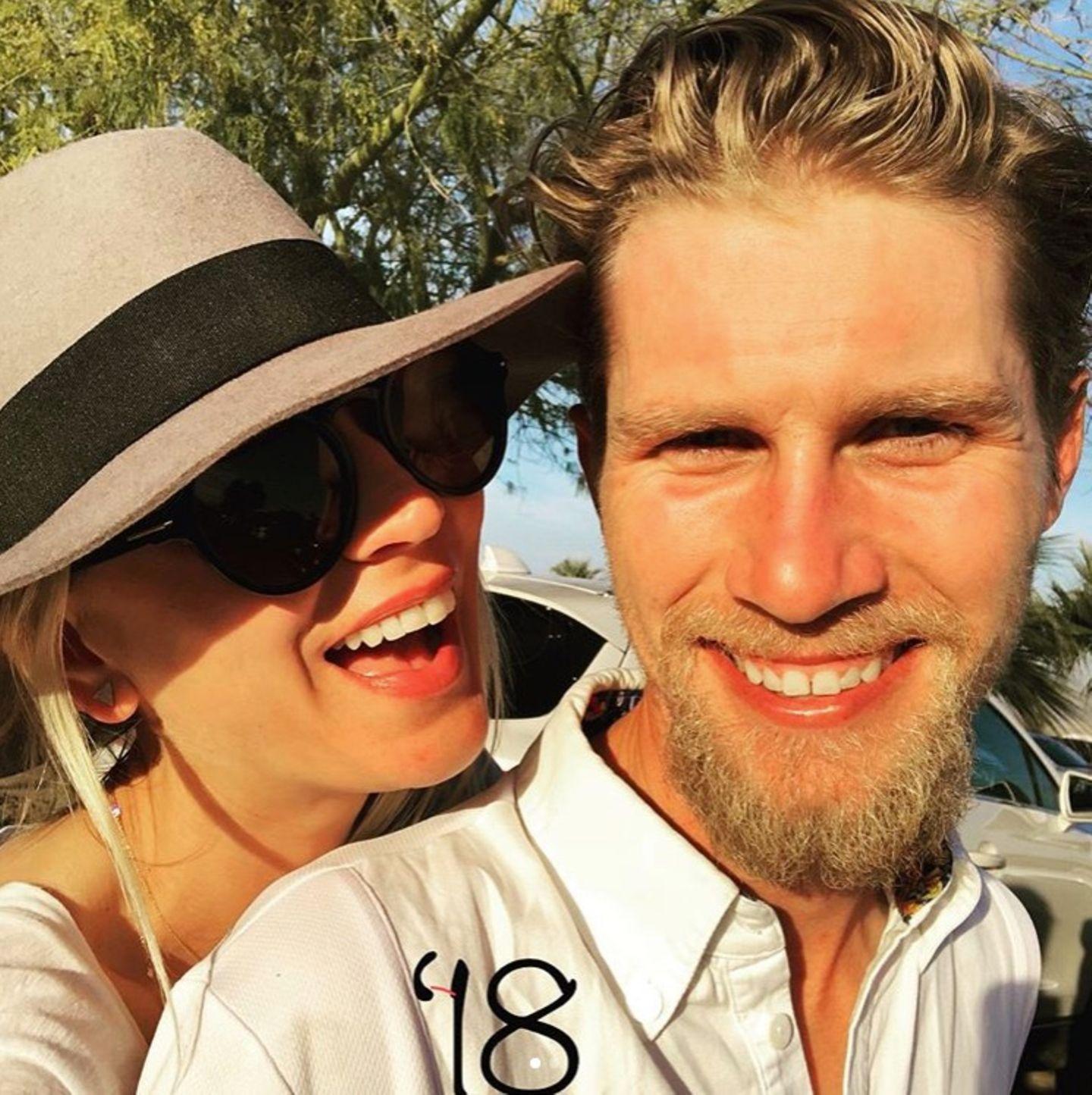 """Kaley Cuoco legt sich fest: """"Du wirst für immer mein """"Valentine"""" bleiben"""", postet sie an ihren Verlobten Karl Cook."""