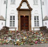 15. Februar 2018  Ein Blumenmeer ziert die Stufen vor dem Eingang Schloss Marselisborgs.