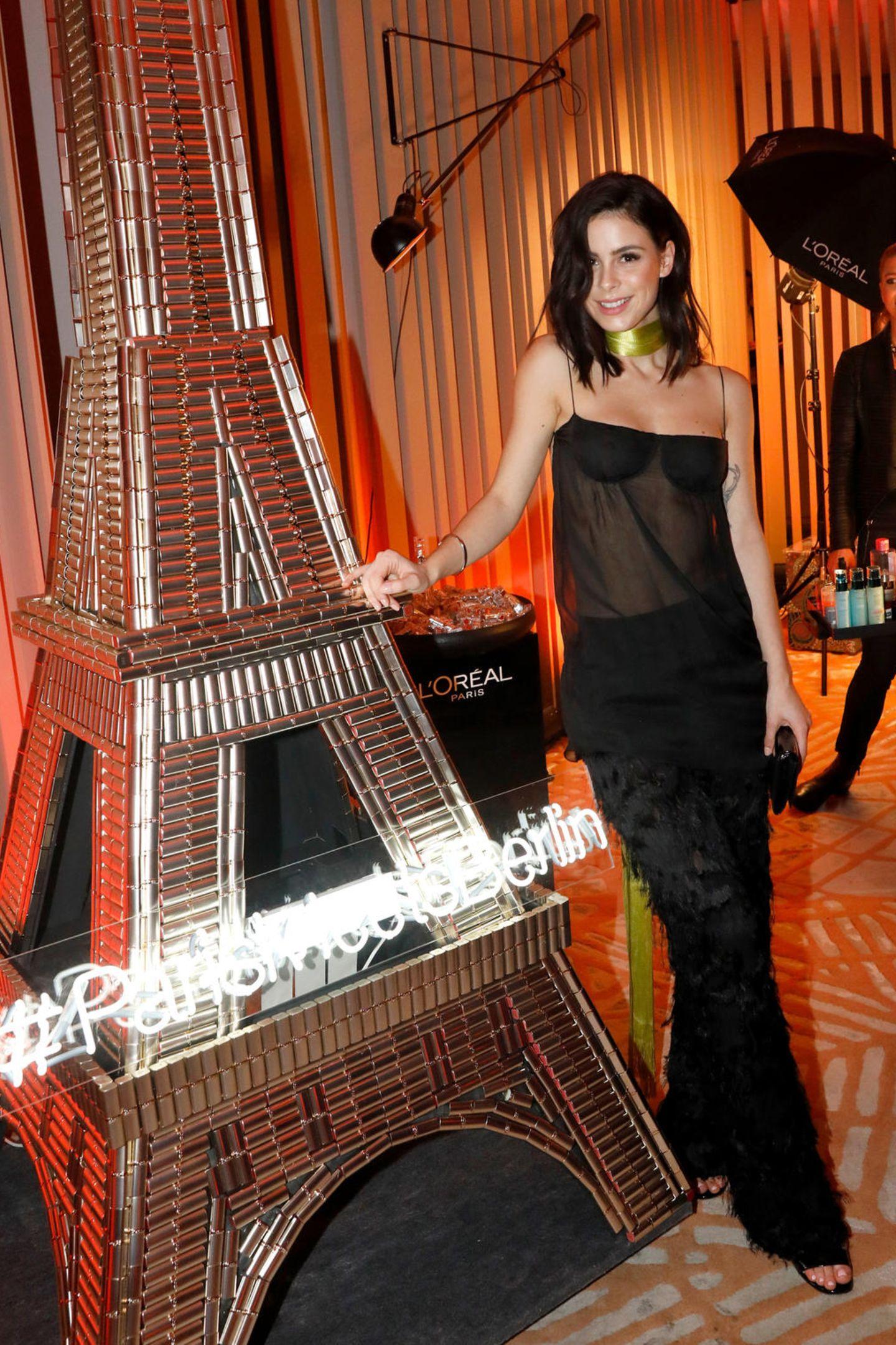 Als Testimonial lässt es sich Lena Meyer-Landrut natürlich nicht nehmen, dem stylischen Stand vonL'Oréal einen Besuch abzustatten.