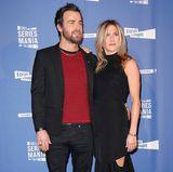 """Zum letzten Mal betreten Jennifer Aniston und Justin Theroux im April 2017 den roten Teppich gemeinsam. Beim Photocall von """"Series Mania"""" gibt Justin einen lässigen Anblick ab, während sich Jennifer im eleganten Look präsentiert."""