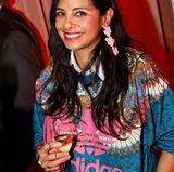 Mit einem Glas Pommery-Champagner startetCollien Ulmen-Fernandes in den Abend.