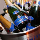 Mit eisgekühltem Champagner von Pommery kann die Party beginnen.