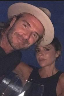 14. Februar 2018  Zum Valentinstag postet David Beckham dieses Foto und sendet viel Liebe an Victoria und den Rest der Familie. Das Paar ist seit 1999 verheiratet und trotz einiger Krisen glücklich.
