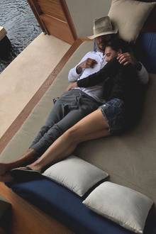 14. Februar 2018  Auch Victoria Beckham postet am Valentinstag romantisches Pärchenbild von sich und David, eng umschlungen.