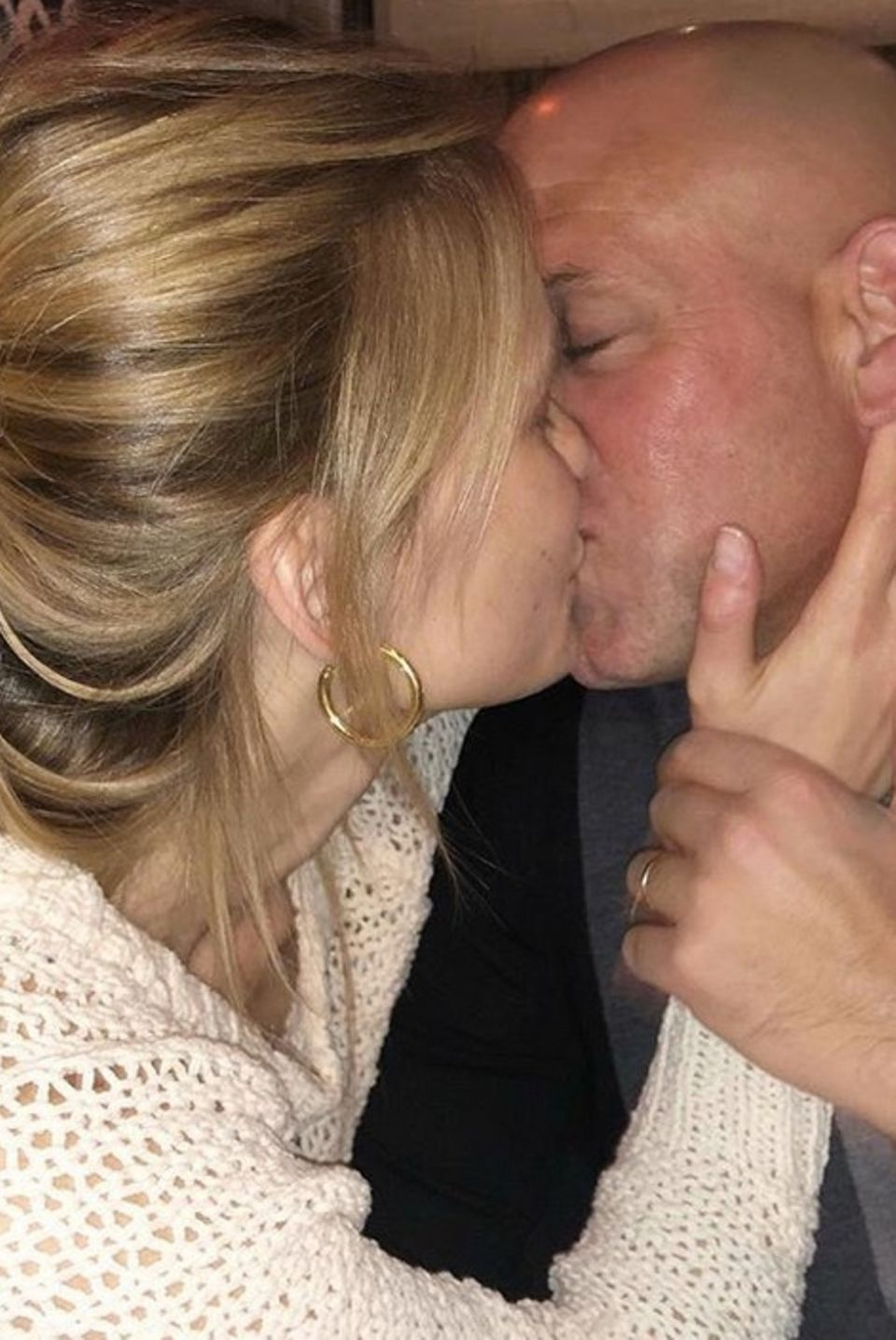 Das muss Liebe sein. Bar Refaeli postet dieses Foto anlässlich des Valentinstages. Mit ihrem Mann Adi Ezra ist das schöne Model seit 2015 verheiratet.