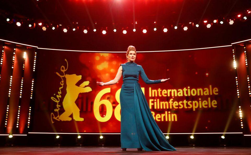 Die großartige Anke Engelke bezaubert als Moderatorin das Publikum am Eröffnungsabends.