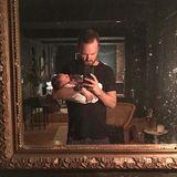 """Story Annabelle Paul  Spiegel-Selfie mit Story! So ungewöhnlich heißt nämlich die süße Babytochter von """"Breaking Bad""""-Star Aaron Paul. Dann wünschen wir der Kleinen mal, dass sie viele schöne Geschichten erleben wird."""