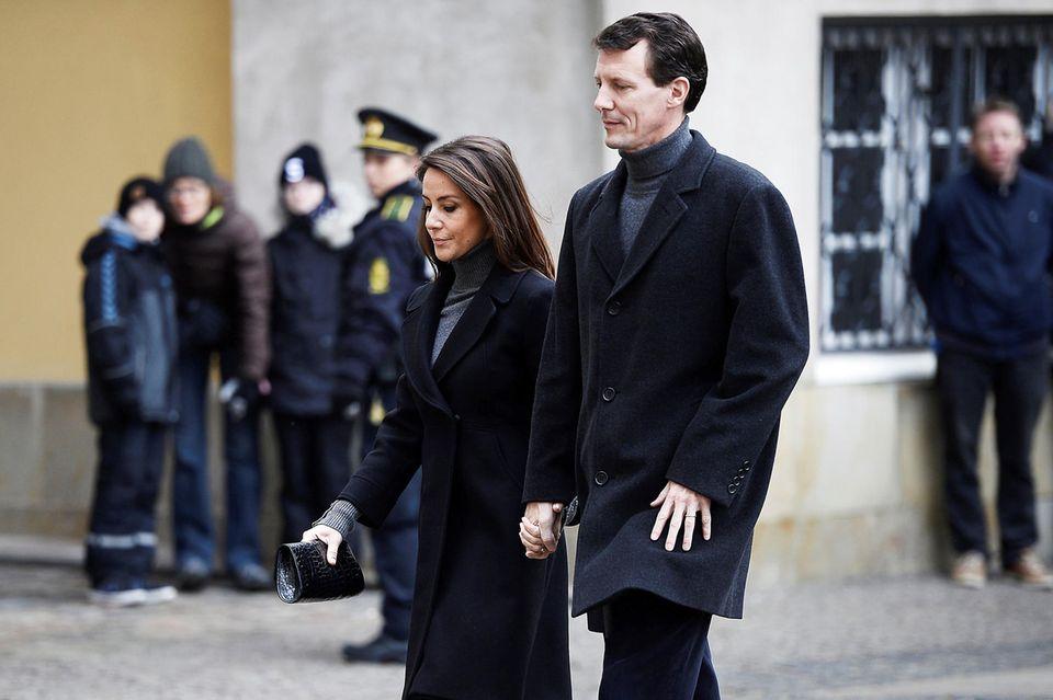 """17. Februar  Natürlich nehmen auch Prinz Joachim und seine Frau Prinzessin Mary am """"Castrum doloris"""" teil. Nur die Enkelkinder müssen sich nach den emotionalen Strapazen der letzten Tage nun ausruhen."""