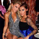 """Sexy Doppelpack: Sylvie Meis und Sophia Thomalla teilen ihre Vorliebe für freizügige Outfits, die beide ohne Frage tragen können. Auf der """"Place to be""""-Party im Rahmen der Berlinale posieren sie gut gelaunt für diesen schönen Instagram-Schnappschuss."""