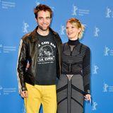 Was Kollege Robert Pattinson wohl zum Outfit von Mia Wasikowska sagt? Wir finden, dass beide Schauspieler ihr Outfit lieber noch einmal überdenken hätten sollen.