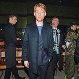 """Domhnall Gleeson (""""Harry Potter"""", """"Star Wars"""") nimmt ebenfalls ein letztes Mal bei einer Burberry-Show von Christopher Bailey ganz vorne am Laufsteg Platz."""