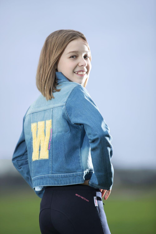 Gewinnen Sie eine von sechsJeansjacken aus der WENDY-Kollektion von HKM Sports Equipment