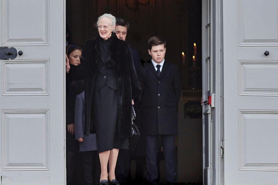 Während ihrer Familie die Trauer deutlich anzusehen ist, hat Königin Margrethe immer ein Lächeln im Gesicht. Das ist nicht überraschend, sagt Hof-Experte Jakobsen.