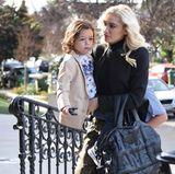 14. Januar 2018  Wie jeden Sonntag ist Gwen Stefani mit Söhnchen Apollo auf dem Weg zur Kirche. Der Kleine scheint mit den Gedanken jedoch woanders zu sein. So verträumt, wie er durch die Gegend schaut.