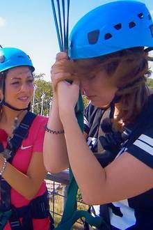 Carina, Jessica und Kristina (v.l.) sind voller Erwartungen auf das kommende Erlebnis. Janine Christin (r.) hingegen kämpft mit der Angst.