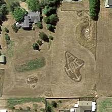 Botschaft im Rasen: Google Maps zeigt, was dieser Mann von seinem Nachbarn hält