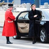 20. Februar  Königin Margrethes jüngere Schwester Anne-Marie, die ehemalige Königin von Griechenland, und ihr Ehemann König Konstantin gehören zu den engen Familienmitgliedern, die nach Christiansborg kommen.