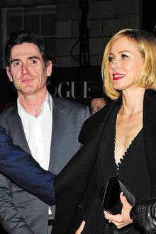 Naomi Watts und Kollege Billy Cudrup zeigen sich am 18. Februar 2018 Hand in Hand in London