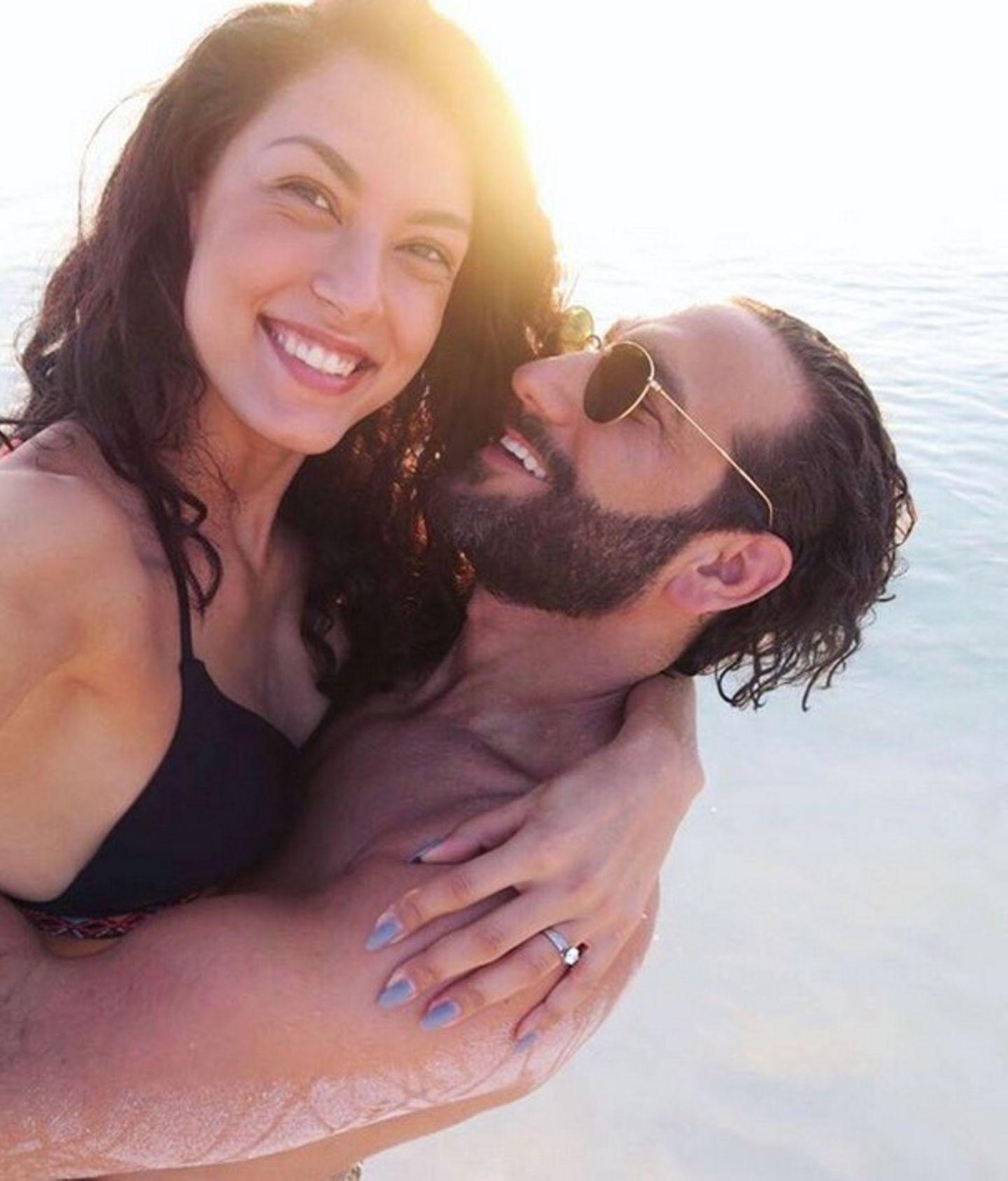 """11. Februar 2018  Hach, die Bilder von Rebecca und Massimo machen einfach neidisch. """"Traumurlaub mit Traumfrau"""" postetMassimo auf seinem Instagram-Account."""